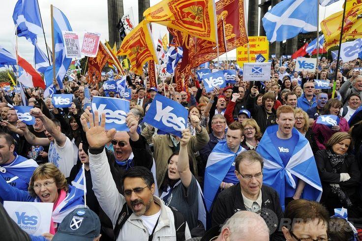 英スコットランド(Scotland)エディンバラ(Edinburgh)で集会を開く独立支持派の人々(2013年9月21日撮影、資料写真 FILE )。(c)AFP/ANDY BUCHANAN ▼2Jul2014AFP|スコットランド、独立なら金融危機にぜい弱に 分析 http://www.afpbb.com/articles/-/3019506 #Edinburgh