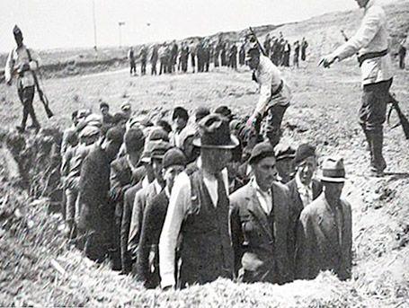 Allemagne, L'horreur des Einsatzgruppen, les commandos de la Shoah. Documentary made from raw footage.
