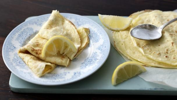 """Trust Delia Smith to show you exactly how to make classic pancakes - and enjoy Pancake Day without any flops.  Not including the lemon and sugar topping, each pancake provides 88kcal, 7.5g carbohydrates (of which 0.9g sugars), 5g fat (of which 2g saturates), 0.4g fibre and 0.2g salt.   Read our <a href=""""http://www.bbc.co.uk/guides/zy73gk7"""">guide to supercharging your pancakes.</a>"""