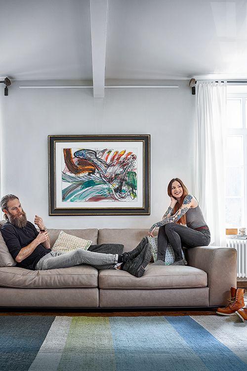 RAUM.FREUNDE Paul - Stylische und legere Sofas & Polstergarnituren für anspruchsvolle Individualisten. #sofa #polstergarnitur #wohnen #einrichten #einrichtungsideen #stylisch #design #möbel #würzburg #spitzhuettl