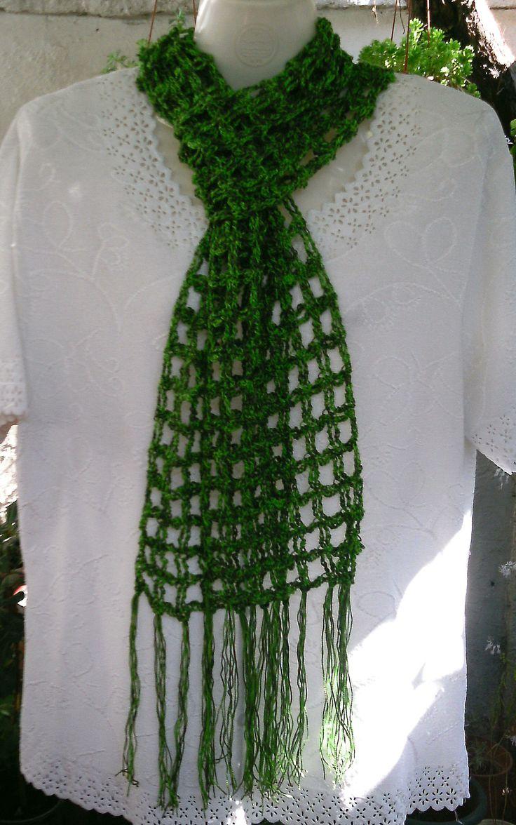 Bufanda multiuso en hilo verde.