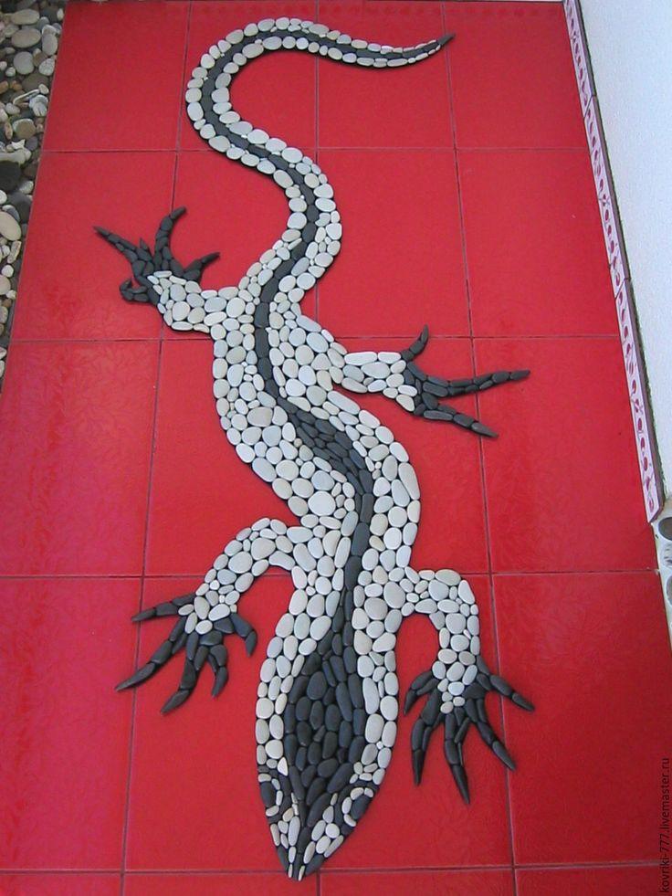 """Купить Каменный коврик """"Ящерица"""" - морская галька, чёрно-белый, мозаика, коврик для ванной"""