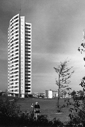 """Torre de Apartamentos """"Neue Vahr"""", Bremen (Alemania) -Alvar Aalto 1958, construcción 1959-1962"""