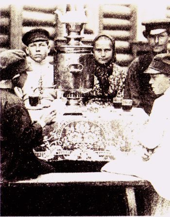 §§§ : Afternoon tea in Russia : 1905