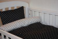 Junior sengetøj med stjerner i sort og hvid - SOVEDYRET.DK