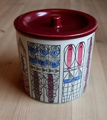 Uppsala Ekeby jar with lid found at a European fleamarket. (Strikkelise's flickr photostream, posted September 19, 2001)