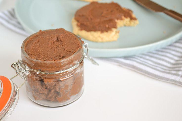 Suikervrije Chocoladepasta, Spread gezoet met Dadels - Gezonde Chocoladepasta met Kikkererwten