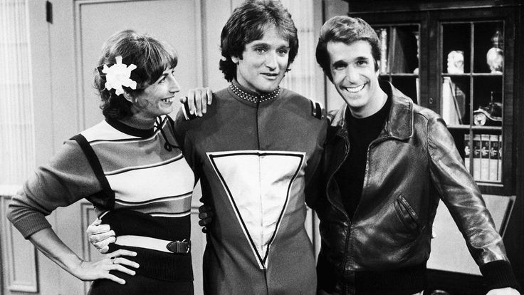 """Penny Marshall Robin Williams and Henry Winkler on set of the first episode of """"Mork and Mindy"""" 1978 http://ift.tt/2x0FdWr"""