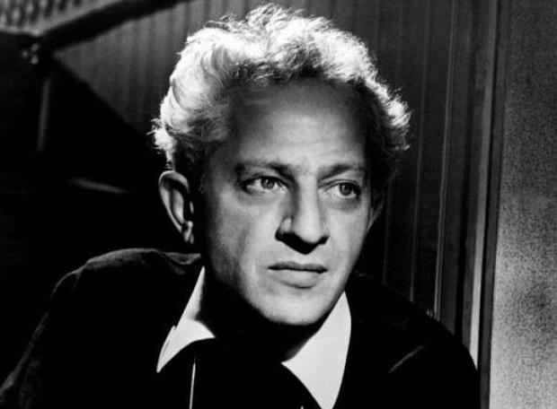 Ζιλ Ντασέν (1911 – 2008): Αμερικανός σκηνοθέτης του θεάτρου και του κινηματογράφου, σύζυγος της Μελίνας Μερκούρη.