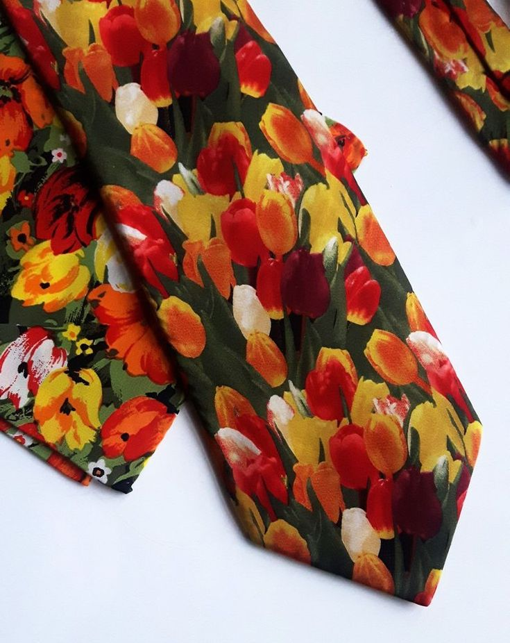 Robin Ruth Silk Tie Cravat and Pocket Square Tulip Unisex Set #RobinRuth