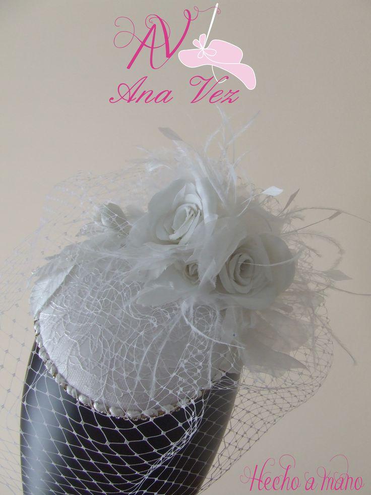 Ana Vez Pillbox de novia estilo Vintage, en dupión de seda y organdí suizo, realizado artesanalmente.