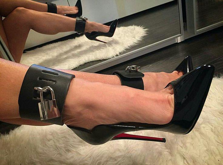 Sexy hairy leg viviane araujo