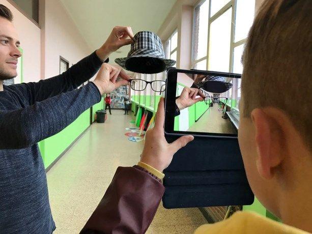 Tweedejaarsstudenten Plastische Opvoeding van de lerarenopleiding PXL-Education organiseerden onlangs voor het eerst een Digitale Kunstendag in het Technis...