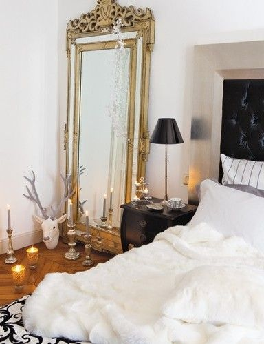 33 Cool Idea To Use Big Golden Mirrors For Your Decor. Love this particular mirror