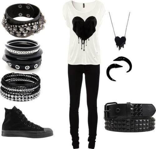 Black heart outfit. Scene/emo/ScEMO.