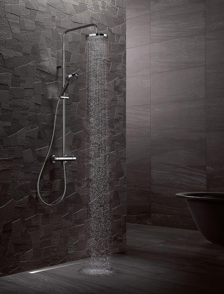 So edel wie die Wand- und Bodengestaltung ist diese Kombination aus Regendusche und Handbrause, denn sie macht aus dem Bad einen Ort der Entspannung.