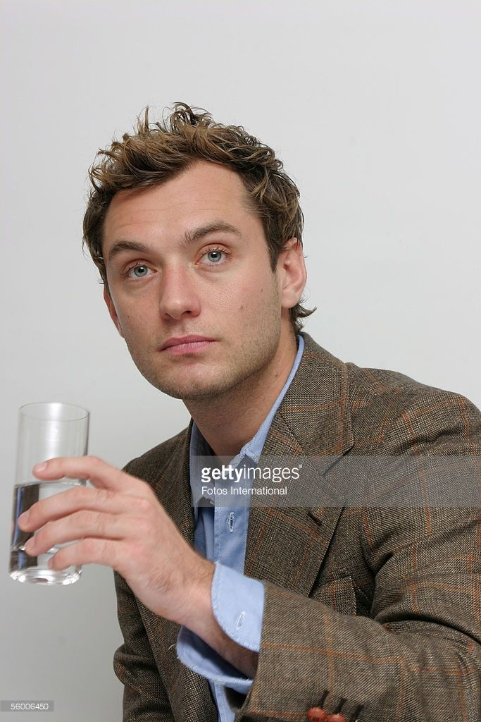 Actor Jude Law talks at the Four Season's Hotel on November 23, 2004 in Beverly Hills, California.