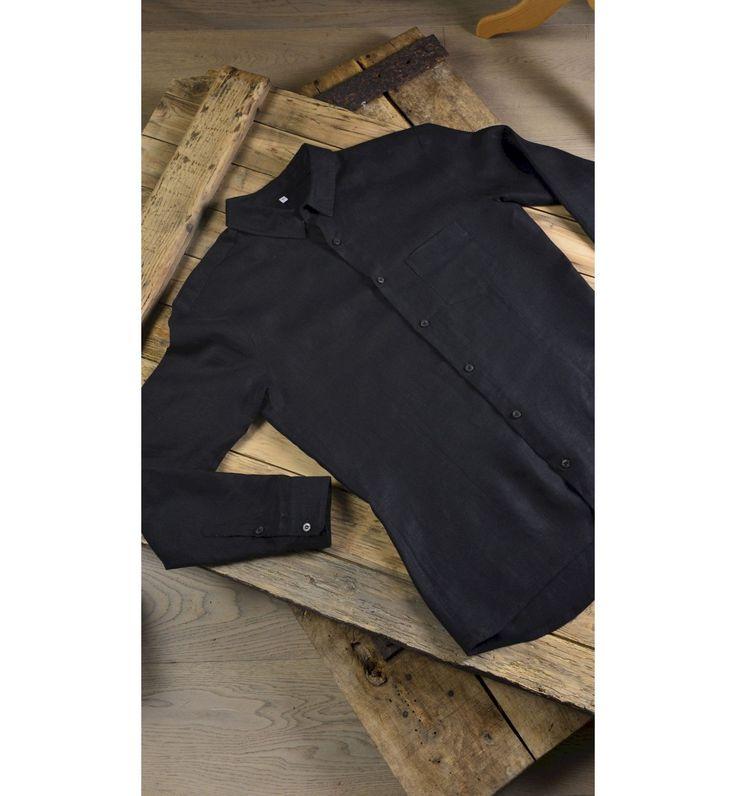 Alliant une matière noble, le lin biologique, à une coupe moderne, la chemise CONOUCO garantie un porté unique, élégant et épuré.