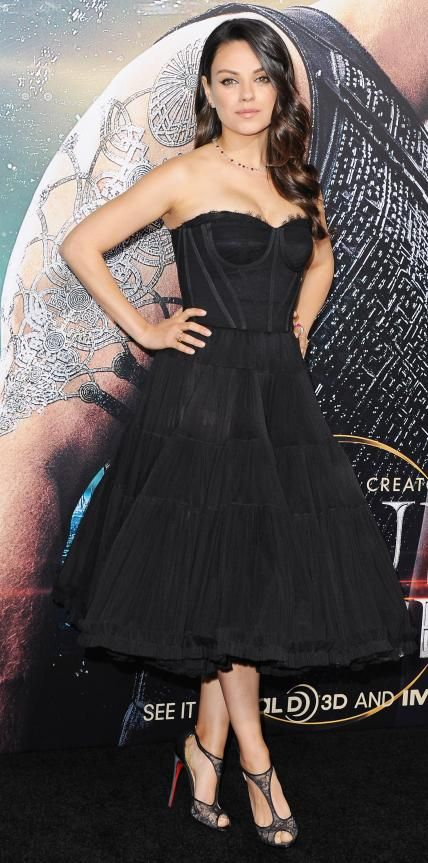 Look of the Day - February 03, 2015 - Mila Kunis in Dolce & Gabbana from #InStyle