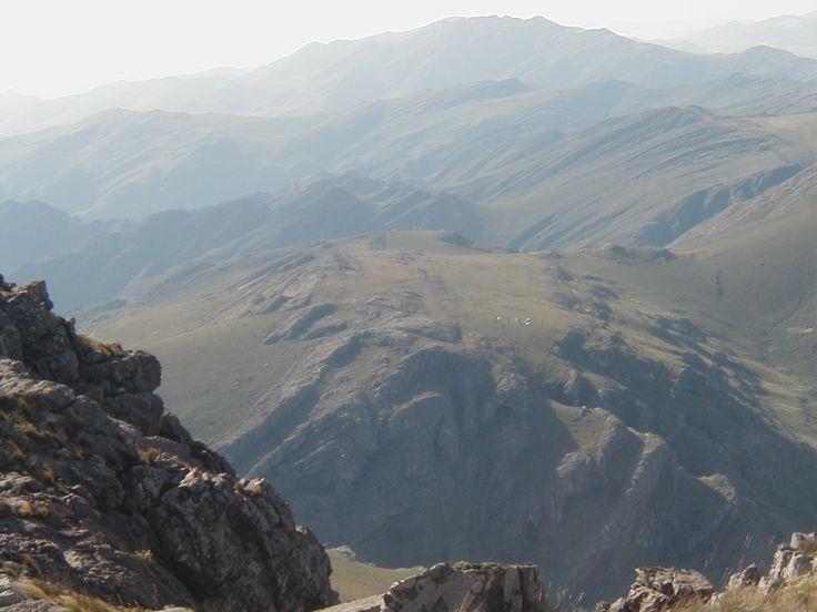 Vista Cueva de los Guanacos desde el Tres Picos