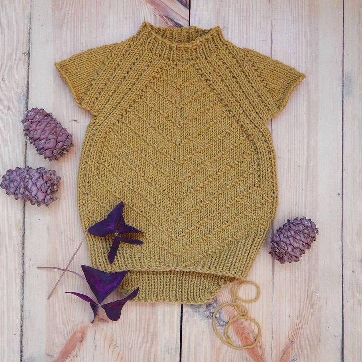 Погода ещё радует теплом, но осень видно всюду. Моего Рыжулю в холода будет греть рыжий свитер. Вот только рукава довяжу  #вязание #вяжутнетолькобабушки #вязаниебарнаул #bm_knitting #вязаноеплатье #вязаниедлядетей #knittingforkids #knitting #вязаниедетям #вязаниедлямалышей
