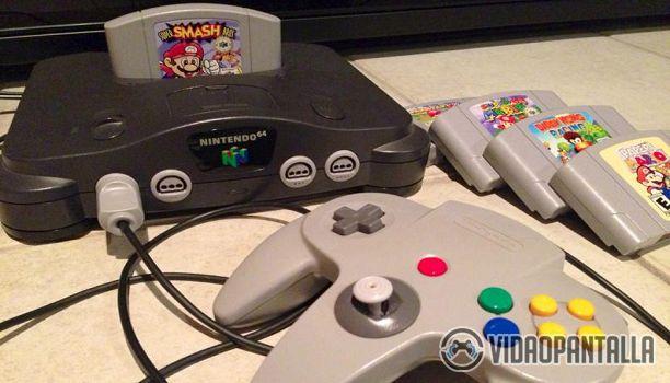 Tras el reciente cese de producción de NES Mini mucho se ha estado hablando de una supuesta SNES Mini. Sin duda sería todo un lujazo para los jugadores que esta consola existiese. 30 títulos de antaño reunidos en una sola consola y además en formato mini! Quién podría resistir la tentación? Sin embargo todo son rumores y sabiendo lo altamente pirateable que ha sido la NES Mini Es posible que Nintendo no vuelva a hacer un movimiento como esto.  Pero ojalá! Porque no hay nada mejor como tener…