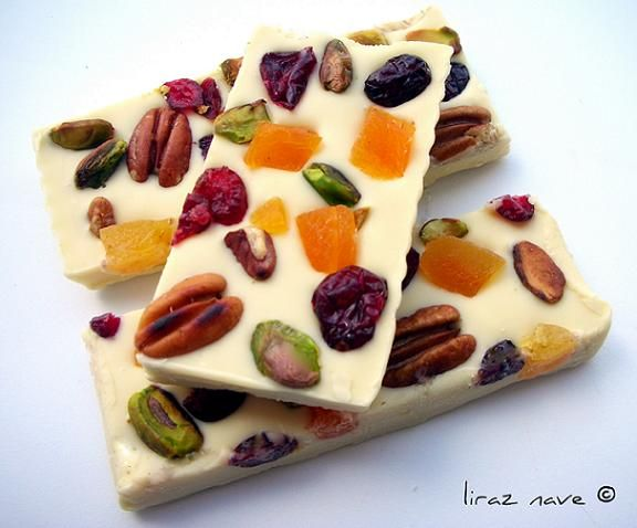 White chocolate candy with dried fruit and nuts.   400 g white chocolate, finely chopped  100 g of roasted pecans and salt  100 g of pistachios roasted not salted  50 g dried apricots, chopped into cubes. 50 g dried cranberries