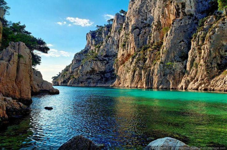 La calanque d'En Vau - La calanque d'En Vau vue depuis la plage. Cette calanque, probablement l'un des plus belles, est accessible à pied de...
