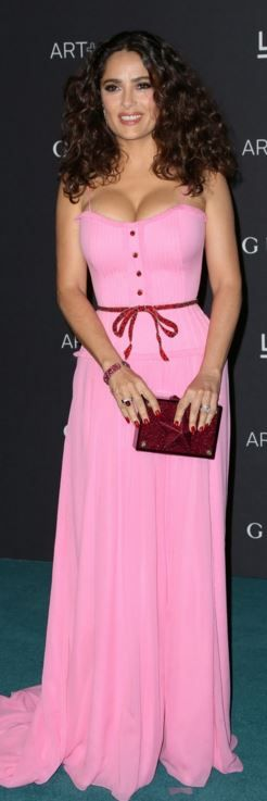 Who made  Salma Hayek's pink sweetheart gown and clutch handbag?