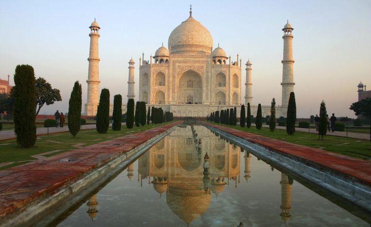 Taj Mahal  Una de las siete maravillas del mundo, el monumento más famoso de la India, en pie desde el siglo XVII. El número de turistas que recibe al año es según los expertos insostenible para su conservación. El gobierno y la Unesco plantean cerrarlo para evitar su creciente deterioro.