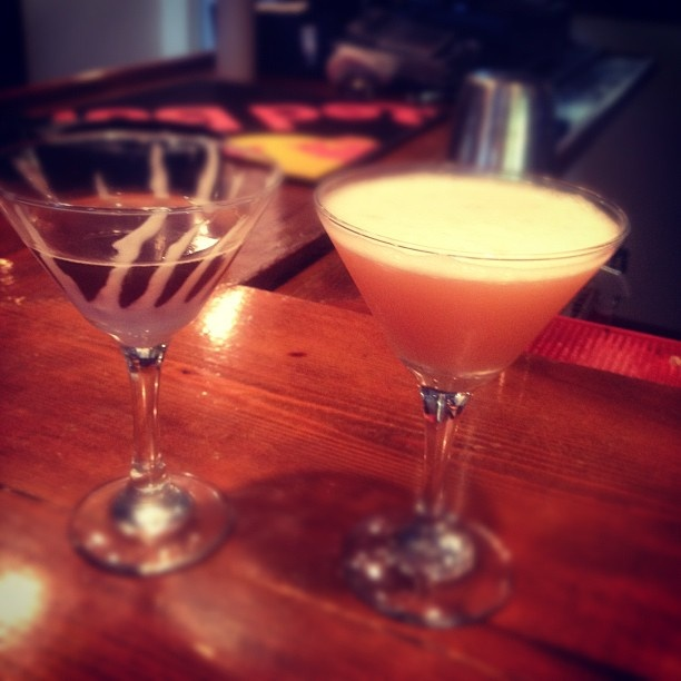 Martini Mondays at Overlook Lounge...Black Widow & French Kiss shown...Just $3.00 starting at 5pm!: Kiss Shownjust, Kiss Shown Just, French Kiss