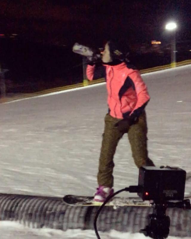 Немного о моих каникулах  Распитие детского шампуня во время езды не запрещено законом😈 @mason.gs спасибо за участие 😂❤️ @duckborns мистер огурец спасибо за съемку  @vitya_mangal1 @dimon_chepur @obevankeenobi @livegdw @kanastasia_k и многие другие - спасибо за день ❤️ #личный #сноупарк #snowpark #snowboarding #snowboard #girl #мангуст #гофра #крис #детский #шампунь #детскоешапманское #это #жизнь #сноубординг #это #жизнь #сноубордстка #типо #фифтифифти #5050 #сноуборд