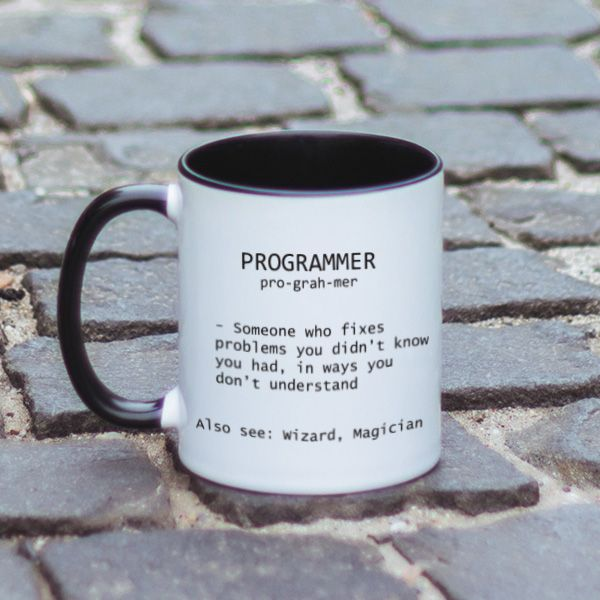 Daca nu stii ce inseamna programator mai exact, acum ai solutia! E persoana aceea careia trebuie sa ii oferi acum un cadou, dar nu stii ce anume ai putea sa ii oferi. Tocmai de asta, iti venim in ajutor cu o idee excelenta: o cana cu un mesaj haios pentru programatori.