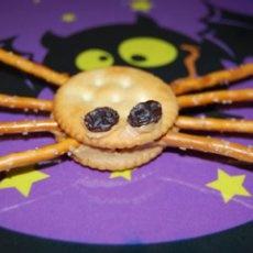 Spider Pretzels (Halloween Lunch Box Surprise)
