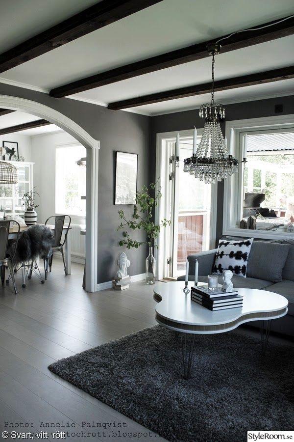 grått och vitt,soffbord,treklöver bord,vitt,altandörr,matplats,valv,vardagsrum