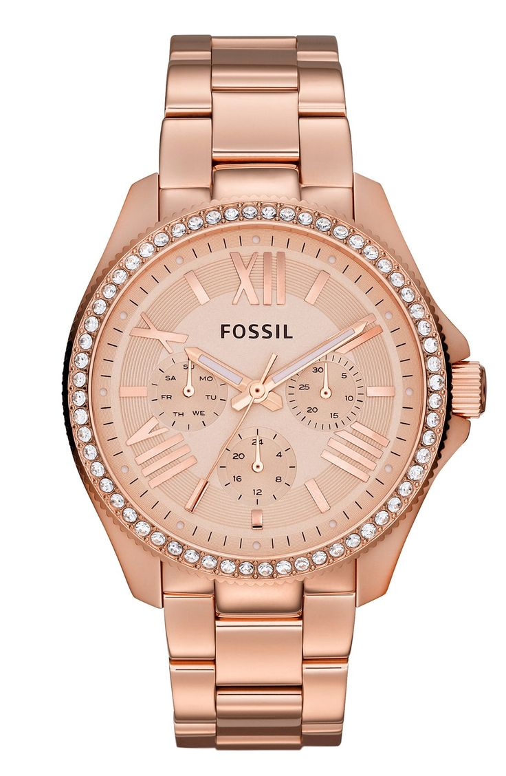 This rose gold Fossil watch is so beautiful! It pairs really well with other jewelry and can be worn every day as a statement piece. The pretty crystals give it just the right amount of sparkle.