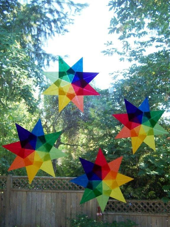 {Easy DIY Crafts for Kids: Kite Paper Stars} Brighten up your window any time of year
