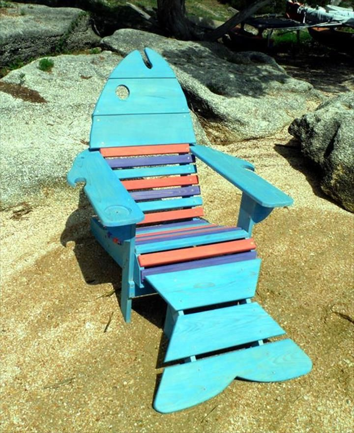 Cool Fish Pallet Adirondack Chair Ideas | Pallet Furniture DIY Outdoor lounge chair idea: