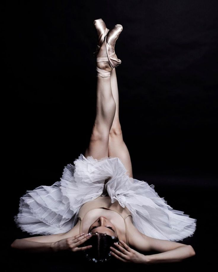 Ira Yakovleva Shows Haunting Beauty of Ballet Through Ballerina's Eyes