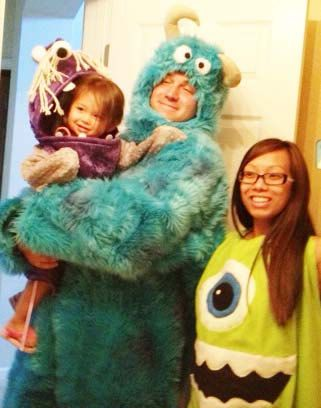 Monsters Inc. family costumes. Frickin' precious lol
