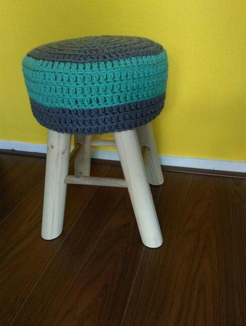 Crochet stool, green. Gehaakt krukje, groen Www.facebook.com/HaakInUitvoering