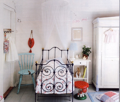 fresh and DARling: Toddlers Rooms, Irons Beds, Home Decor Ideas, Toddlers Beds, Vintage Bedrooms, Vintage Kids Rooms, Little Girls Rooms, Vintage Girls, Vintage Rooms