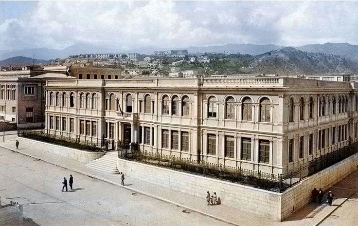 """Il prospetto principale dell'Istituto tecnico Juvara a Messina in una immagine degli anni '50. Oggi è l'Istituto Tecnico Commerciale """" A.M. Jaci """", un tempo Istituto Fisico matematico e Istituto di Ragioneria."""""""