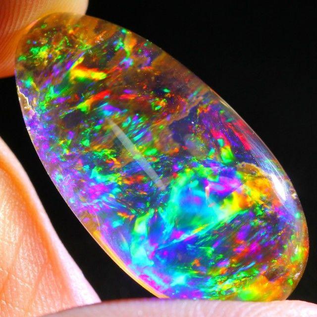 ContraLuz - Welo Etiophia - 25.12 x 13.03 x 9.08 mm - 15.67 ct - 3.134 gm  Gem Type: Beatifull natuurlijke ContraLuz - Welo Etiophia 100%Kleur: Rood groen paars blauw geelVorm: CabochonTransparantie: transparantAfmetingen: 25.12 x 13.03 x 9.08 [mm] approxGewicht: 15.67 karaat approxHardheid: 500 (schaal van Mohs)Oorsprong: Etiophia - Afrikageregistreerd schip; verzekerde  EUR 90.00  Meer informatie
