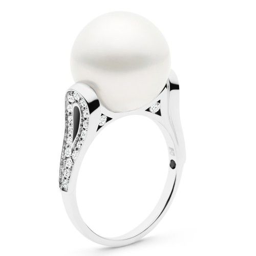 As statuesque as ballerinas on stage, the Kailis Ballerina pearl ring is balanced to perfection to reflect femininity and grace. A luminous Australian South Sea pearl counterpointed by shimmering diamonds will inspire and elicit your inner beauty and elegance. View our collection of pearl jewellery at www.rutherford.com.au