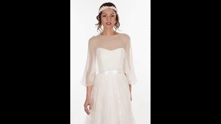 Accessoires pour robe de mariée. Cape ouverte dans le dos en mousseline de soie mate. Joue parfaitement la transparence sur votre robe. CA1A-310€ www.metalflaque.fr