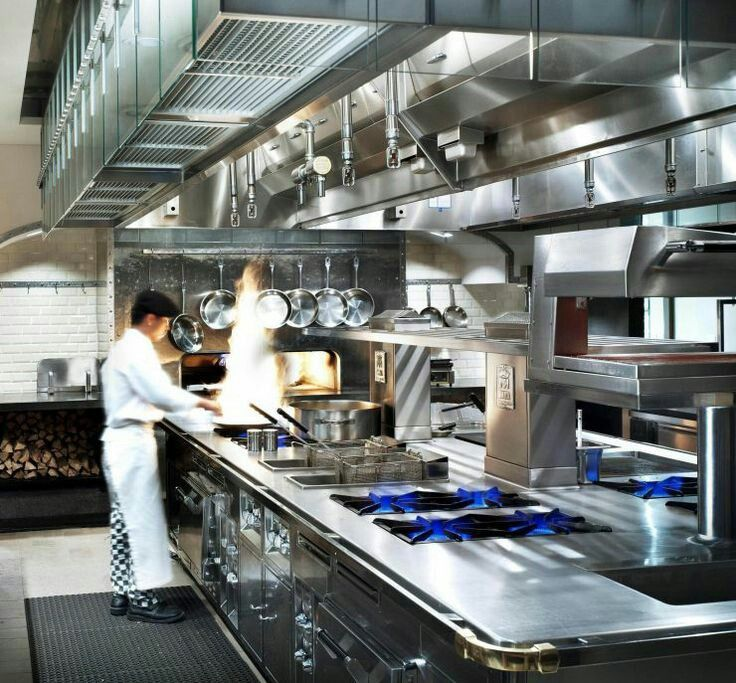 Look at the blue fire - top quality heat...! what a kitchen!