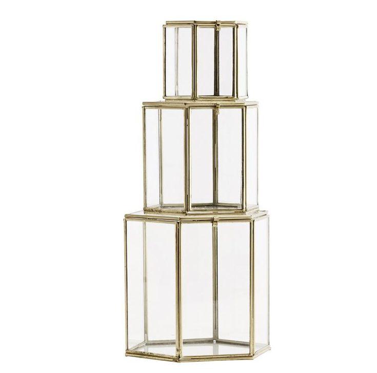 Mässingsfärgad sexkantig glasbox x 3 - Madam Stoltz. http://www.dukat.se/product/massingsfargad-sexkantig-glasbox-x-3