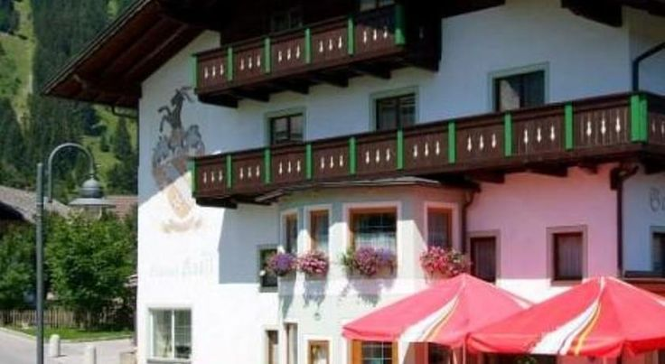 Hotel Restaurant Kröll Wängle Hotel Restaurant Kröll is located in the picturesque village of Wängle near Reutte, in Tyrol's Lech Valley. The Hahnenkamm ski area is only 900 metres away.