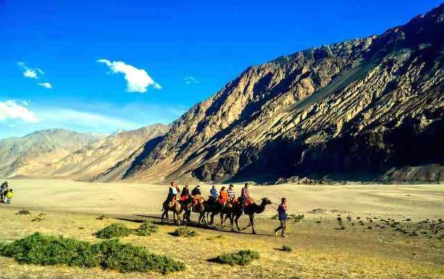 CAMEL SAFARI IN HUNDUR SAND DUNES